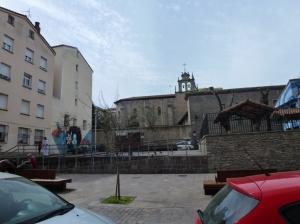 Coqueta placita sin nombre entre Bueno Monreal y San Vicente de Paúl